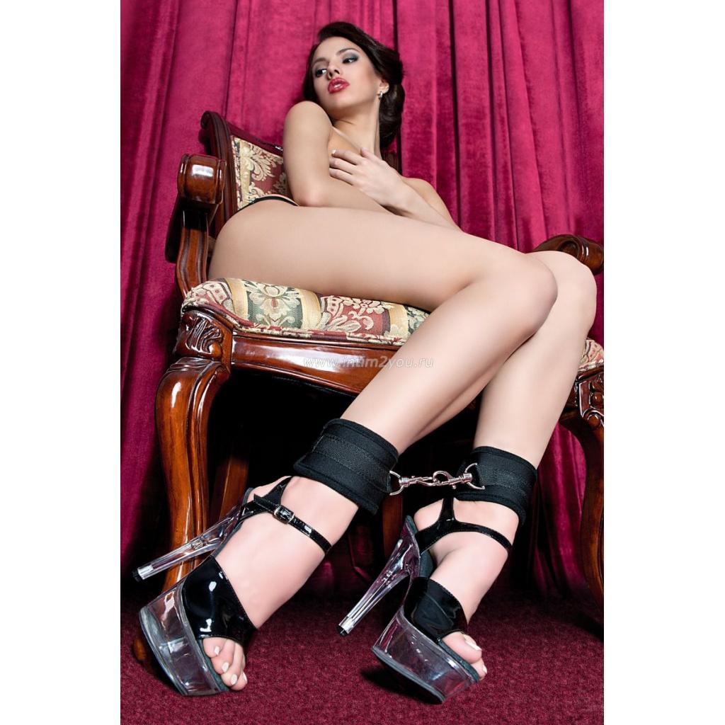 Садо мазо в наручниках скотч ошейник и девушки сексуадьном белье 24 фотография